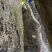 Der fiese Einstieg zur 5. Seillänge - dem unteren Reitgrat. Griffe sucht man hier vergebens, es geht alles über richtiges Treten, sich verklemmen und hochbocken
