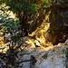 Durch eine Halbhöhle erreichen wir die Varco Boladina