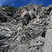 Einstieg bei der Nr.3, steiler brüchiger Fels, nicht zu empfehlen ohne Sicherungen.