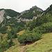 der Wanderweg, auf der Südwest Seite vom Stachlerkopf und den Drei Kapuziner, nach Malbun zurück