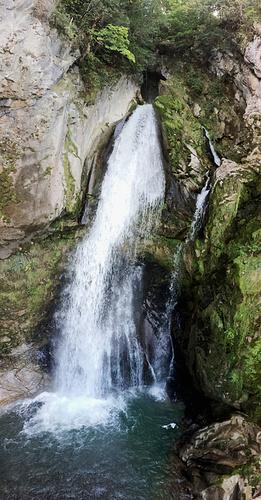 Ein Bild, das Natur, Baum, draußen, Rock enthält.  Automatisch generierte Beschreibung