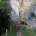 Im Oberen Teil befindet sich eine Durchgangssperre. In der Felswand entdeckte ich weitere, eingerichtete Kletterrouten.