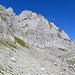 der Weg zur Tierwies führt über grosse Blocksteine am Fusse der Silberplattenchöpfe vorbei.