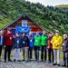 """Person, der Vierte von r. nach l., ist der Präsident des Bergsteiger- und Alpinistenverbandes in Kosovo (Federata Bjeshkatare Alpiniste e Kosovës).<br />Person, der Vierte von l. nach r,. ist Mitglied der Organisatoren des Treffens """"Rasa e Zogut 2017"""""""