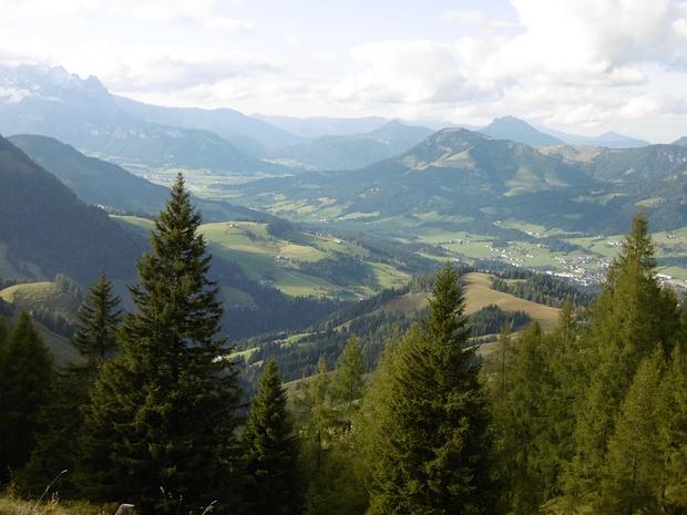 Blick nach Fieberbrunn.<br />Li oben das östliche Ende des Wilden Kaisers.