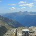 Ausblick von der Gaisspitze in die Samnaugruppe, dahinter die Ötztaler Alpen mit der Wildspitze
