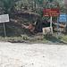 Jetzt kam ich auf die Hauptstraße Volos - Trikeri an. Da soll man sich auskennen mit den Hinweisschildern! Auf jeden Fall ein Hinweis zum Agios Apostolos (aus dieser Richtung bin ich gekommen) war für mich erkennbar.