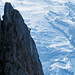 Klettersteiggeher auf dem Zittergrat Klettersteig (Ausschnittvergrösserung). Der Titlis sorgt für einen tollen Hintergrund.