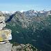 Auf dem Rosso di Ribbia - ganz links ist der Übergang vom Val Bosco ins Vergeletto, und somit zur Alpe Porcaresc, zu sehen.