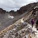 Knapp unterhalb des Gipfels auf dem Normalweg. Im Hintergrund sieht man auch den felsigen O-Grat des Musala (2925m), der z.B. [tour112576 hier] beschrieben ist. Ursprünglich wollte ich auch diese Route für den Rückweg nehmen, aber irgendwie war ich heute nicht so fit, und habe deswegen die leichteste Variante auf dem Normalweg gewählt.<br />