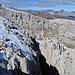 je näher am Gipfel um so grösser die Felsspalten.