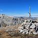 nicht das schönste Gipfelkreuz, aber dafür, wie auch auf der Wiss Platte, eine super Aussicht.