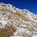 Rückblick hinauf zur Schijenflue, meine Route,  Mitte Bild oben den Grasstreifen hinunter, - Wegspuren habe ich nur vereinzelt gesehen, - ein steiler Abstieg.
