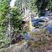 Omino di sassi a quota 1810 m, passaggio segreto a destra, praticamente abbandonare il sentiero che inzia a scendere a sinistra