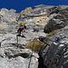 Der Klettersteig ist obtimal angelegt und nutzt Grasbänder sowie einfache Felsbänder zum Aufstieg.