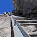 Leitern helfen über steile Felspartien.