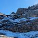 Der Abstieg führt durch diese steile Flanke.