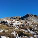 Hinter der Wetterstation tritt erstmals der Gipfel ins Blickfeld