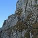 gut abgestuft geht der Weg den Felsen nach hinauf.