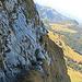 ein steile Querung der Felsen mit Stahlseil gesichert, - ich habe alle  Seilsicherungen auf diesem Weg nicht gebraucht.