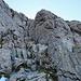 und noch eine kleine, letzte Kletterstelle zur Öhrligrueb hinauf, ich bin nicht auf dem Normalweg der Rinne nach hinauf, sondern nach rechts ausgewichen und über die Felsen hinauf geklettert, dieses Weg geht besser und ist auch noch schöner.