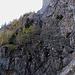 Der Klettersteig startet in der unteren, rechten Ecke des Bildes und nutzt diese seitliche Rampe, hinauf zum Ursprung des unteren Wasserfalles.
