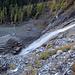 Seitenblicke zum tosenden Wasserfall.