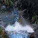 Hier stürzt sich der untere Wasserfall über die Klippe.