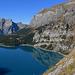 Rund um den Oeschinensee führt eine hochalpine Wanderung.