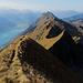 Der Weg ist noch weit, viele Grataufschwünge und Gipfel liegen noch zu Füssen.