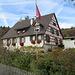 kurz vor Hofgut Oberwald (CH), Haus mit tollem Blumengarten