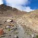 Hier (auf 2700m) gehts es weglos nach links. Das Pfad führt weiter hinauf in Richtung Schwarzhorn.