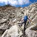 Einige Steinen sind zu überklettern bevor man die nächste 40m höher gelegene See erreicht.