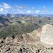 Die fast weißen Steine sind von Punkt 2935m. Blick gegen Westen.