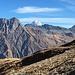 Ausblick auf die verwitterte Flanke des Tsavre und hinten der Mont Vélan