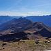 Gipfelblick über den südlichen Teil des Leventina-Grates bis zum Matro