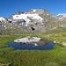Auf ungefähr 2420m kommt man an diesen See vorbei.