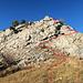 hier geht es hinauf zum Vorder Goggeien, es ist ein einfacher Weg durch den brüchigen Felsen hinauf zum Gipfel, siehe rote Linie