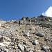 Steil Pass Margun hinauf. Hier sieht man sogar wieder Spuren.