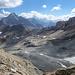 Ein wenig der Südwestgrat von Piz Traunter Ovas hinauf, blick über das Gletscherfeld zurück nach Fuorcla Margun.