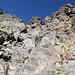 Im Aufstieg vom Refuge de l'Erco zum Monte Cinto - Durch eine kurze, halbwegs gut gestufte Rinne muss nun gleich geklettert werden.