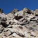 Im Aufstieg vom Refuge de l'Erco zum Monte Cinto - Vorbei an großen Blöcken auf ca. 2.420 m.