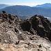 Im Aufstieg vom Refuge de l'Erco zum Monte Cinto - Rückblick beim Queren des Hanges. Vorn sind auch Steinmännchen zu erahnen.