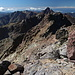 Im Aufstieg zum Monte Cinto - Rückblick entlang des (Westsüd-) West-Grats. Hinten ist nun auch immer wieder die Paglia Orba auszumachen.