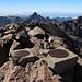 Monte Cinto - Blick über den blockigen Gipfel. Hinten lugt die markante Paglia Orba hervor.