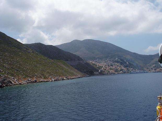 Symi mit dem ca. 600m hohen Inselhöhepunkt