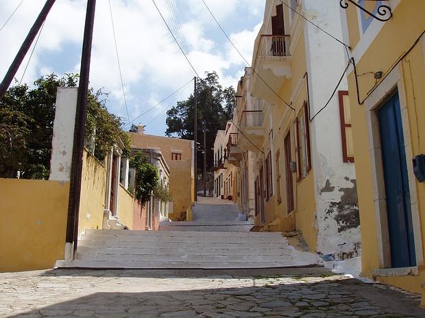 über viele Treppen geht es nach oben in die höher gelegenen Ortsteile