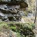 vorbei an den Felsen