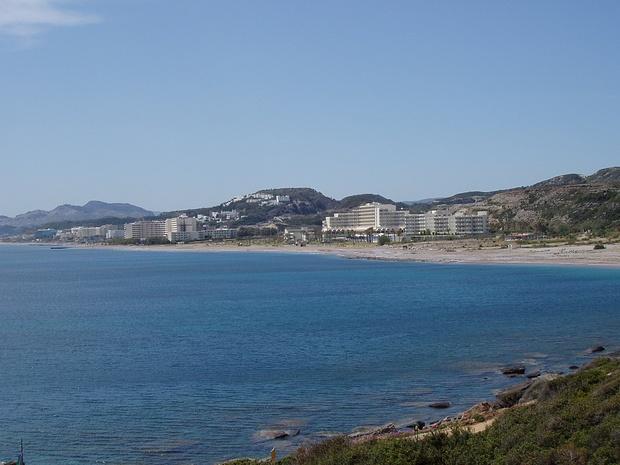 Rückblick auf Faliraki, in der Hauptsaison dürfte hier Mallorca-ähnliche Ballermann-Atmosphäre herrschen, im April aber nicht.