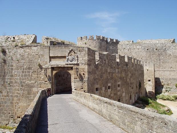 im Folgenden werden Impressionen von Rhodos City präsentiert,  die historischen Hintergründe dazu würden  Bücher füllen....